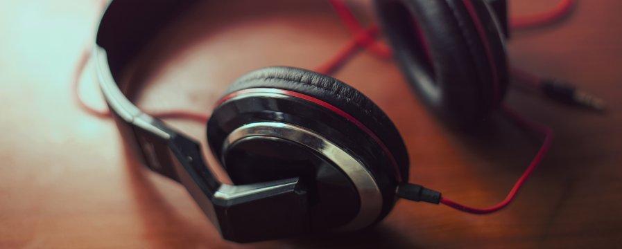 headphones-splitshire-900-360