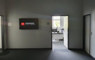 infobroker inisghts bürotüre offen